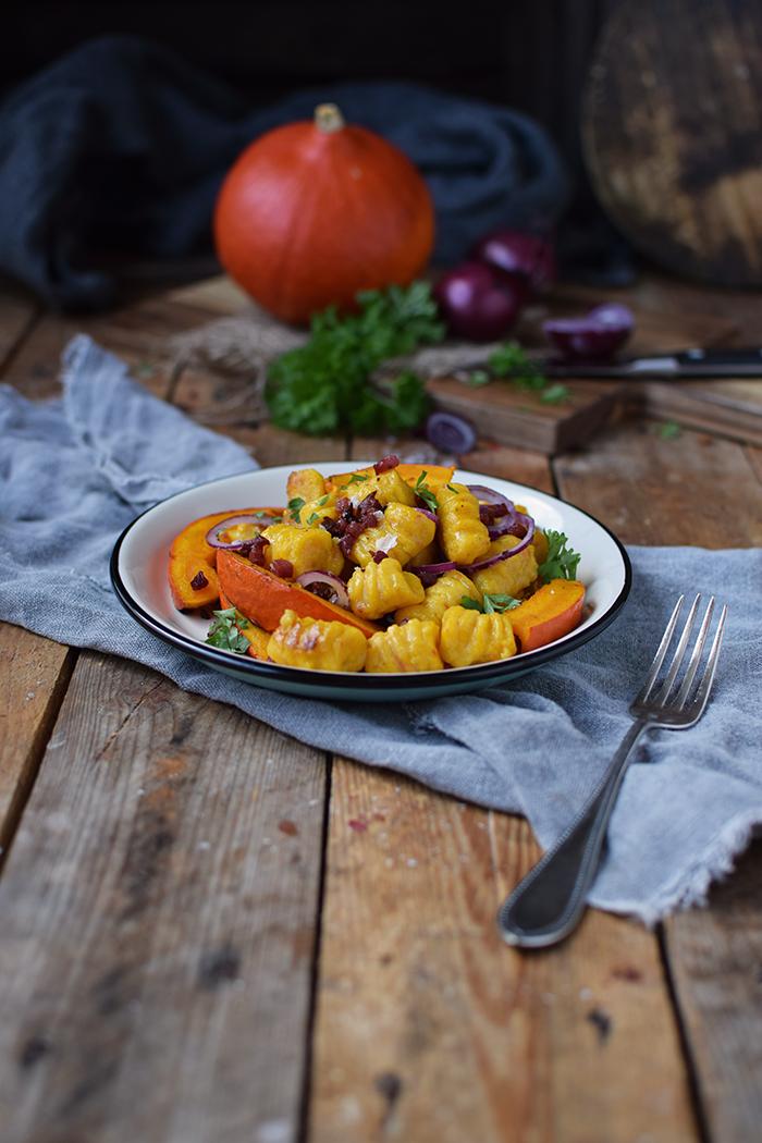 kuerbis-gnocchi-mit-kuerbis-spalten-pumpkin-gnocchi-with-roasted-pumpkin-10