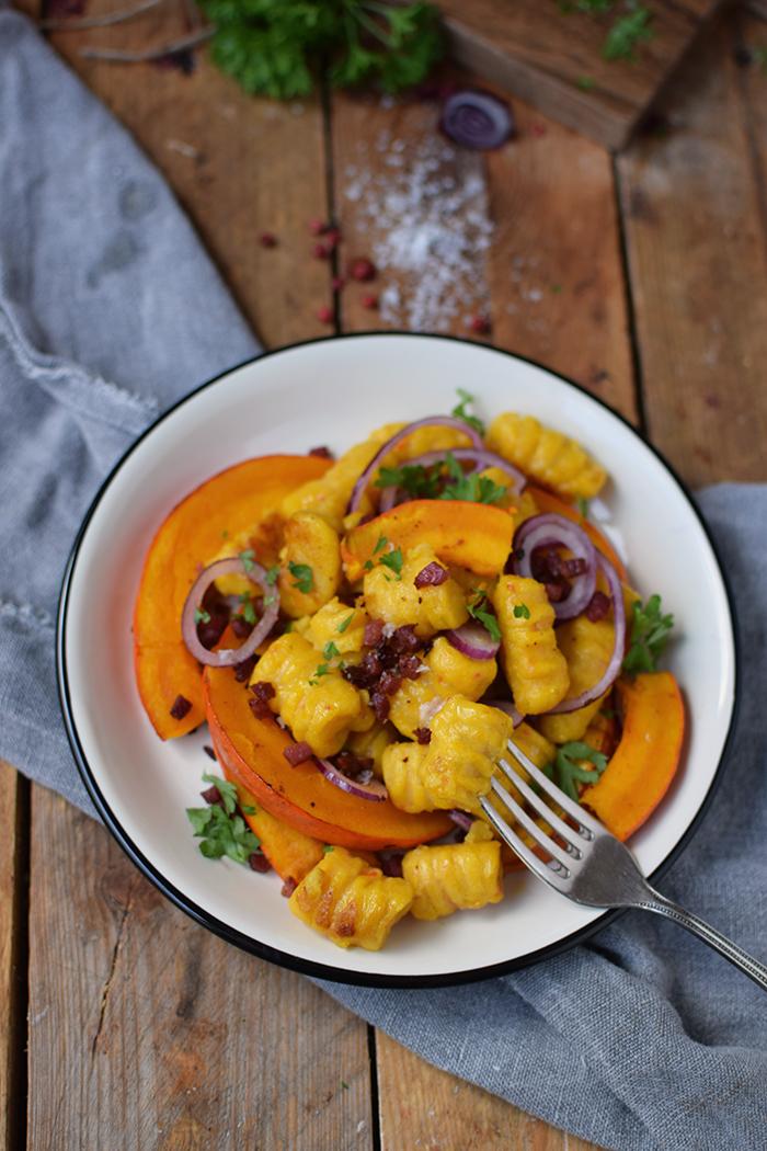 kuerbis-gnocchi-mit-kuerbis-spalten-pumpkin-gnocchi-with-roasted-pumpkin-11