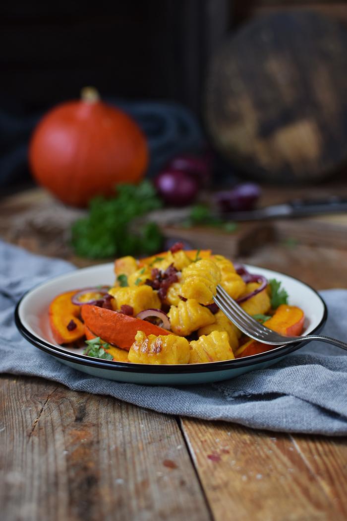 kuerbis-gnocchi-mit-kuerbis-spalten-pumpkin-gnocchi-with-roasted-pumpkin-12
