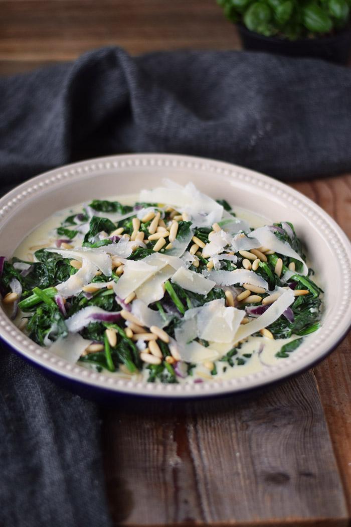 Ofenlachs mit Spinat Pinienkernen und Parmesan - One Skillet Salmon with Spinach (1)