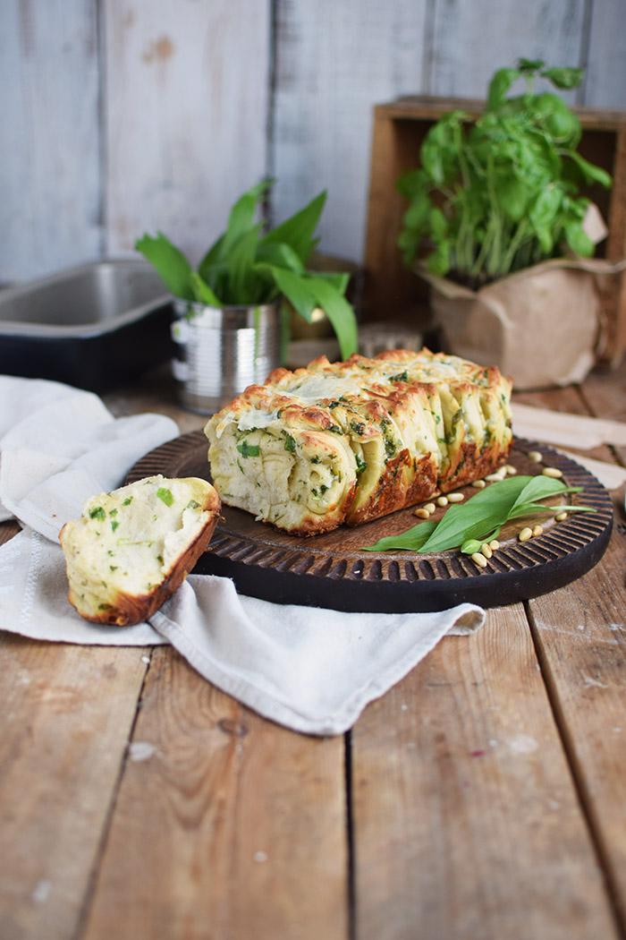 Krauter Falten Brot - Pull Apart Bread (7)