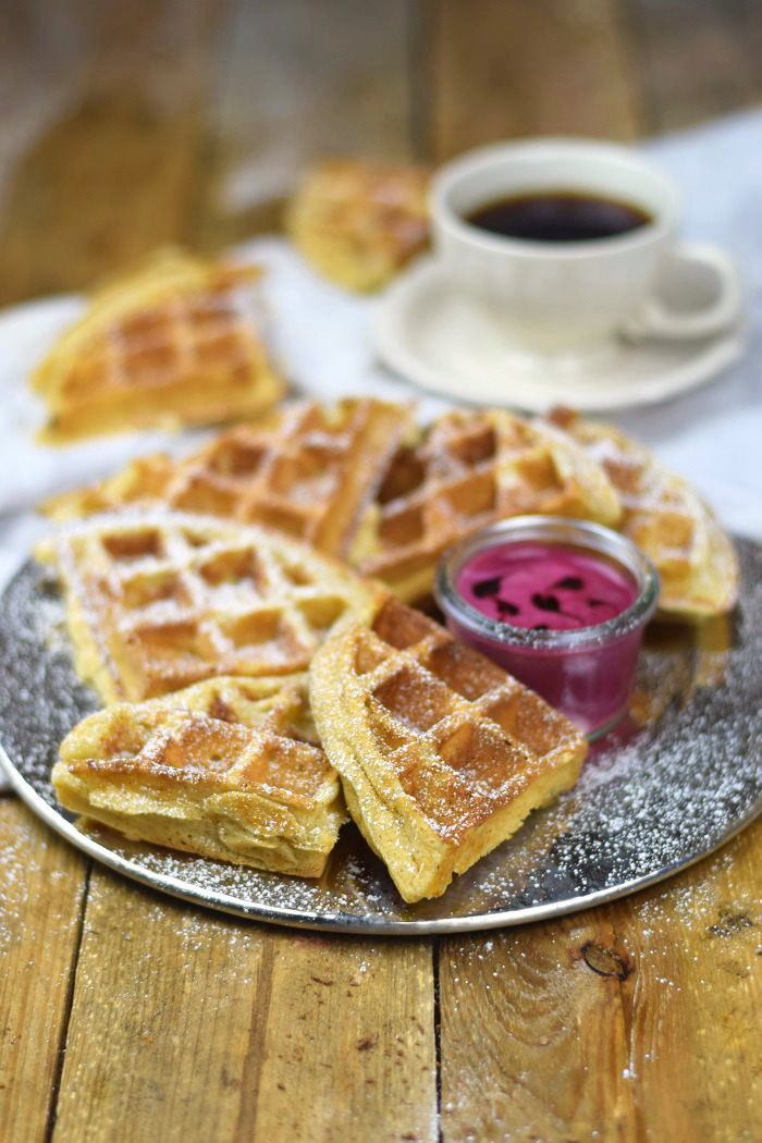 Buttermilchwaffeln - Waffles with buttermilk & Brombeer Joghurt Mousse - Berry Yogurt Mousse (1)