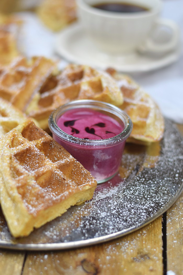 Buttermilchwaffeln - Waffles with buttermilk & Brombeer Joghurt Mousse - Berry Yogurt Mousse (3)