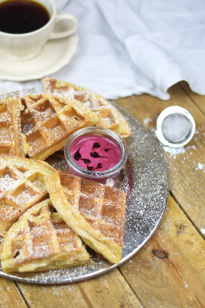 Buttermilchwaffeln - Waffles with buttermilk & Brombeer Joghurt Mousse - Berry Yogurt Mousse (5)