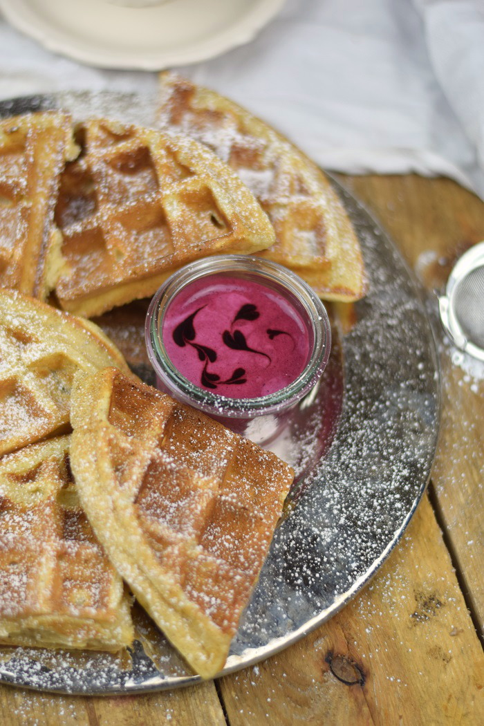 Buttermilchwaffeln - Waffles with buttermilk & Brombeer Joghurt Mousse - Berry Yogurt Mousse (7)