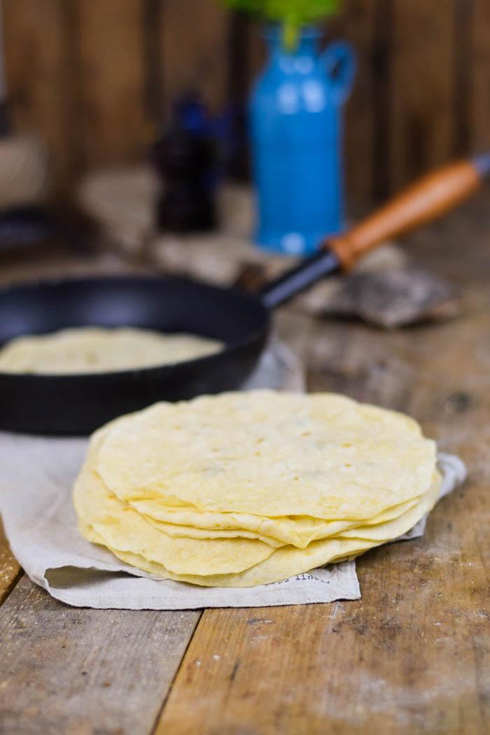 Tortillas - Enchiladas mit Chili Füllung und Käse überbacken (1)