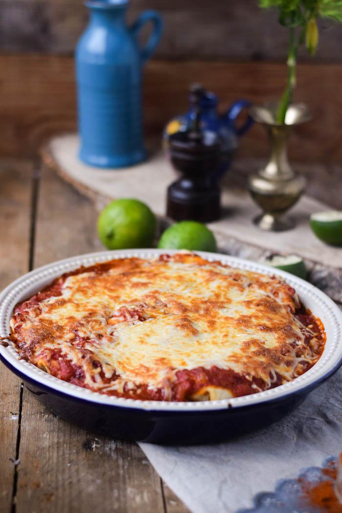 Tortillas - Enchiladas mit Chili Füllung und Käse überbacken (2)