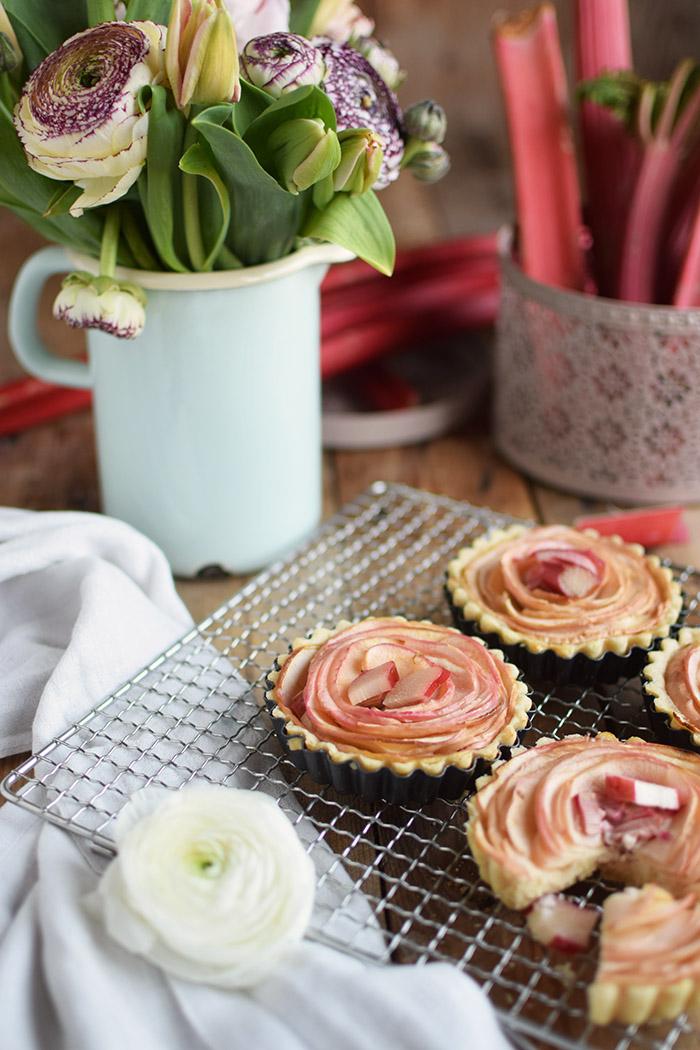 Apfel Rhabarber Rosen Tarte - Apple Rhubarb Rose Tart (2)