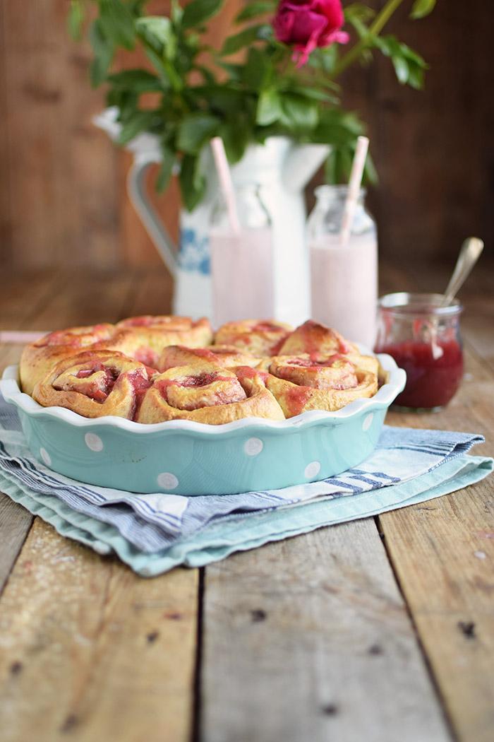 Erdbeer Rhabarber Schnecken - Strawberry Rhubarb Rolls (3)
