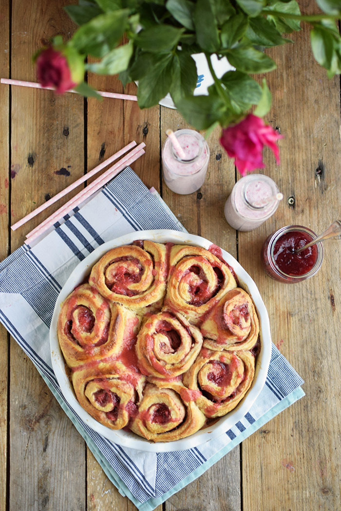 Erdbeer Rhabarber Schnecken - Strawberry Rhubarb Rolls (4)