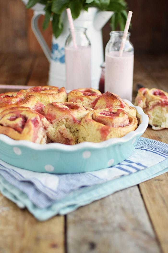 Erdbeer Rhabarber Schnecken - Strawberry Rhubarb Rolls (9)