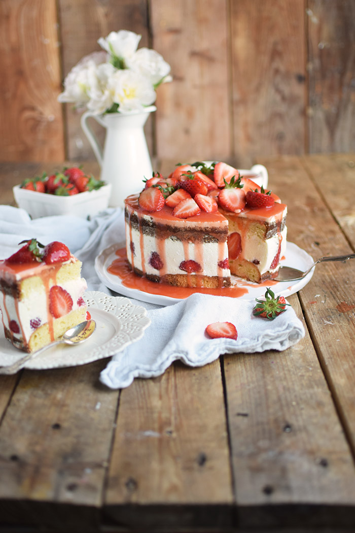 Erdbeertorte Quarktorte - Kaese Sahne Torte mit Erdbeeren - Strawberry Cake (22)