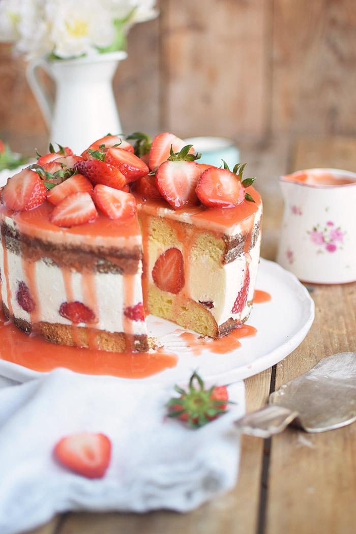 Erdbeertorte Quarktorte - Kaese Sahne Torte mit Erdbeeren - Strawberry Cake (25)