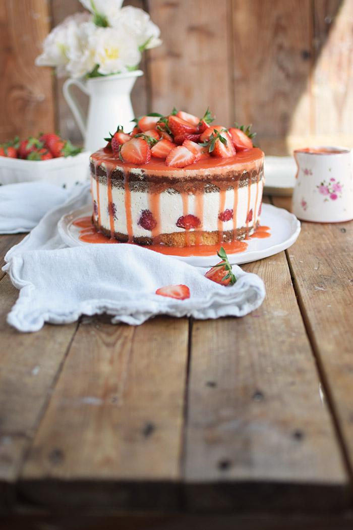 Erdbeertorte Quarktorte - Kaese Sahne Torte mit Erdbeeren - Strawberry Cake (4)