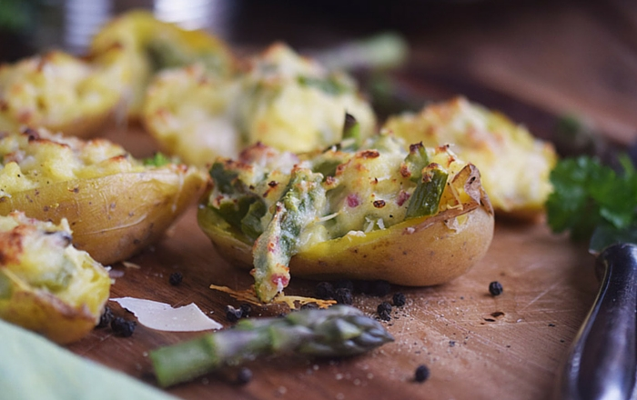 Ofenkartoffeln gefüllt mit Spargel