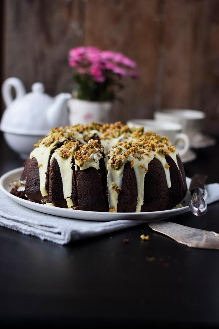 Schokoladenkuchen mit weißer Schokolade und Pistazienkrokant (11)