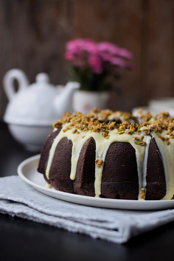 Schokoladenkuchen mit weißer Schokolade und Pistazienkrokant (12)