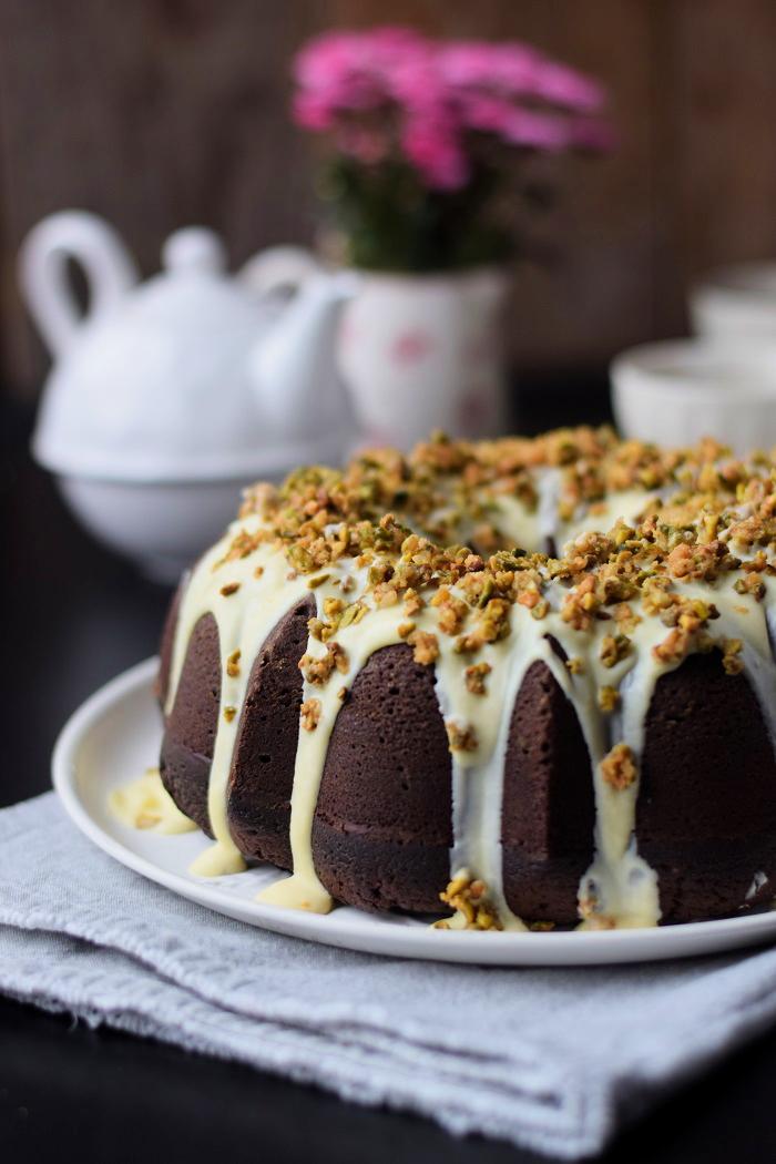 Schokoladenkuchen mit weißer Schokolade und Pistazienkrokant (3)
