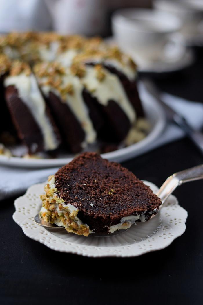 Schokoladenkuchen mit weißer Schokolade und Pistazienkrokant (7)