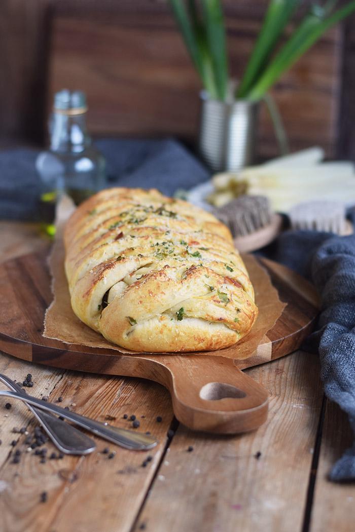 Spargel Stromboli mit Schinken - Asparagus braided bread with ham (20)
