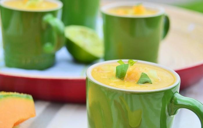 Eisgekühlte Melonen-Gurken-Suppe