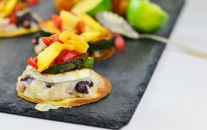 Jerk Tostada mit Pfirsich-Ananas-Salsa