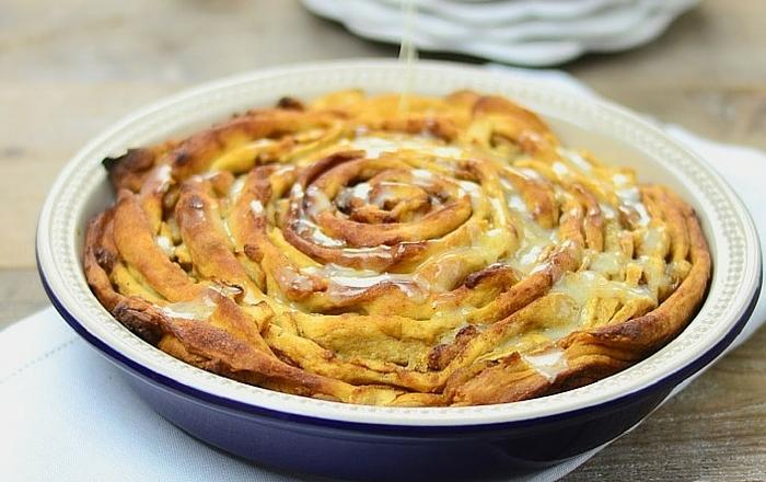 Pinwheel mit Browned Butter, Pfirsichen und Zimt
