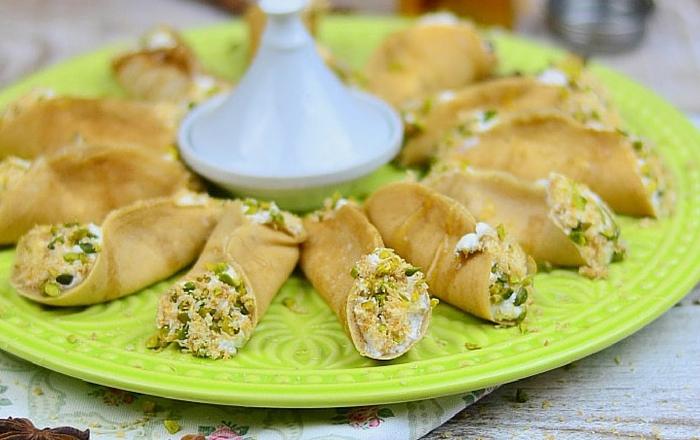 Atayef – Gefüllte Pancakes mit Mandelcreme