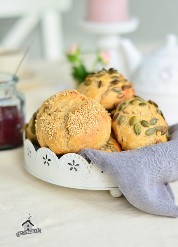 Quarkbrötchen mit Sesam und Kürbiskern
