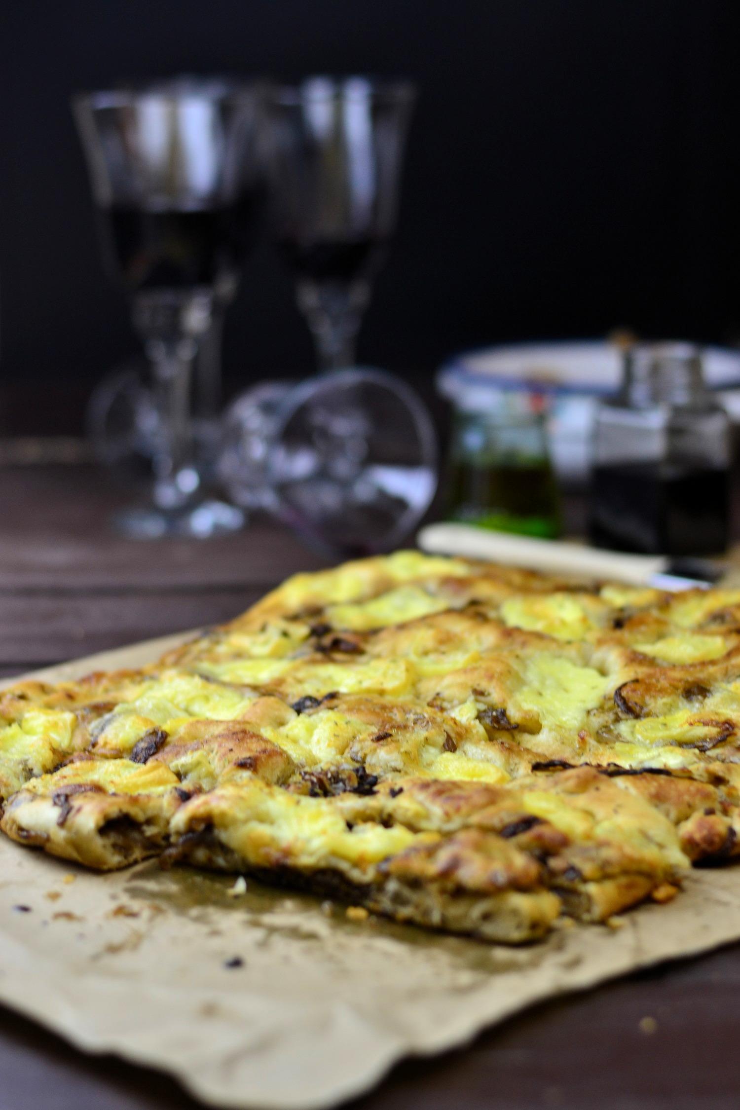 Focaccia mit karamellisierten Balsamicoessig Zwiebeln und Camembert 12-1