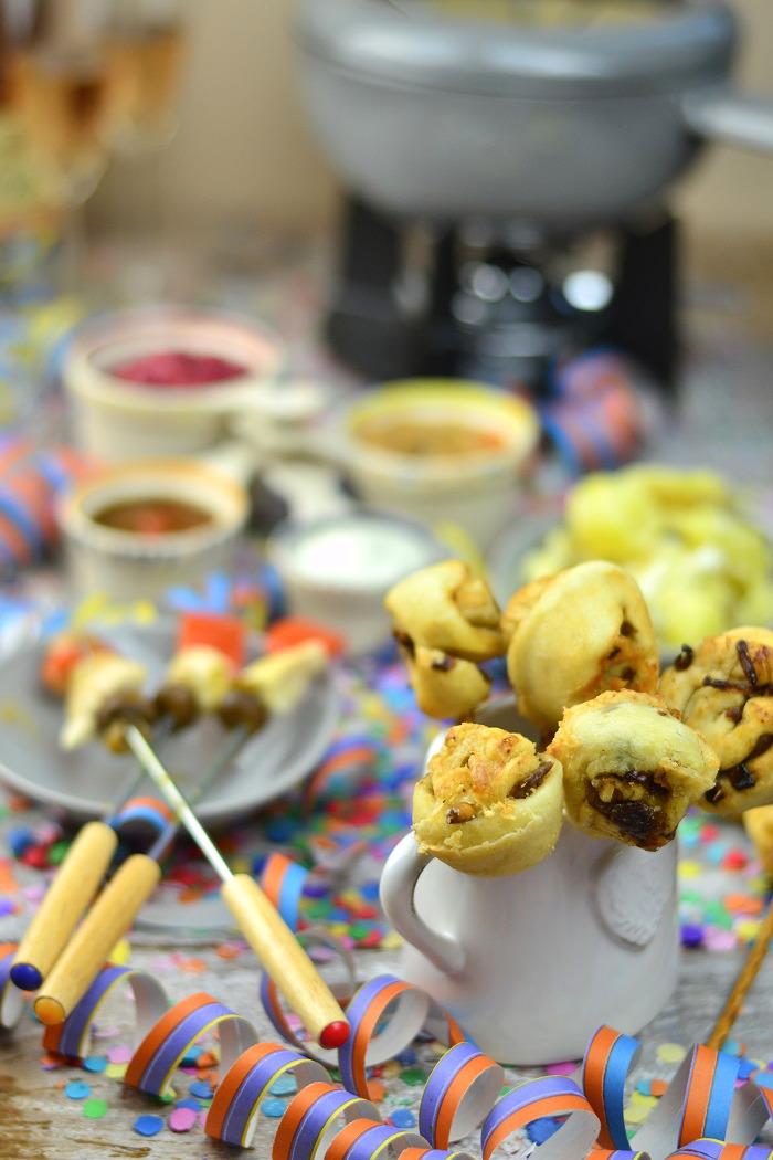 Fondueabend mit Pinwheels Pops Kartoffelsalat und Dips Cranberry Erdnuss Feta und Curry 14-1