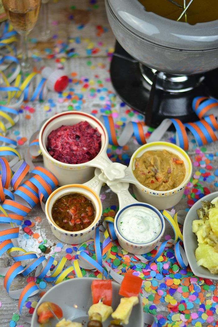 Fondueabend mit Pinwheels Pops Kartoffelsalat und Dips Cranberry Erdnuss Feta und Curry 8