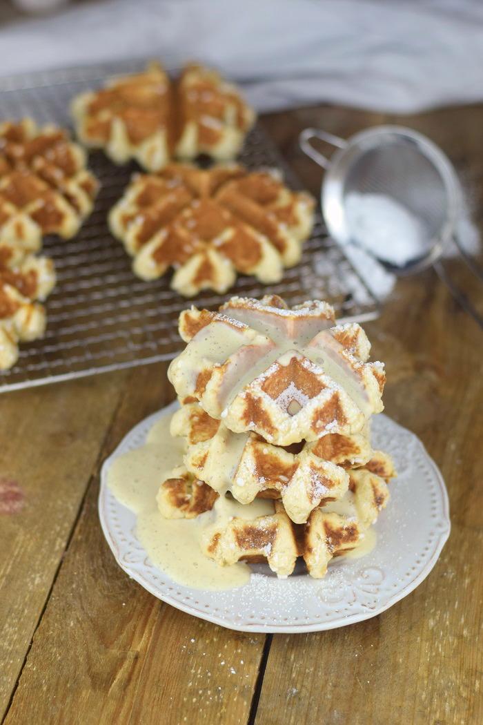 Belgische Lütticher Waffeln mit Vanille Sauce - Belgium Waffles Liege Waffles with vanilla custard sauce (2)