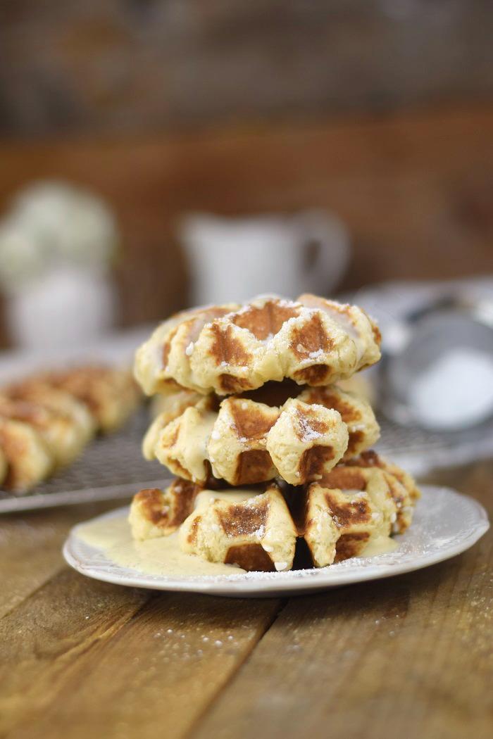 Belgische Lütticher Waffeln mit Vanille Sauce - Belgium Waffles Liege Waffles with vanilla custard sauce (6)