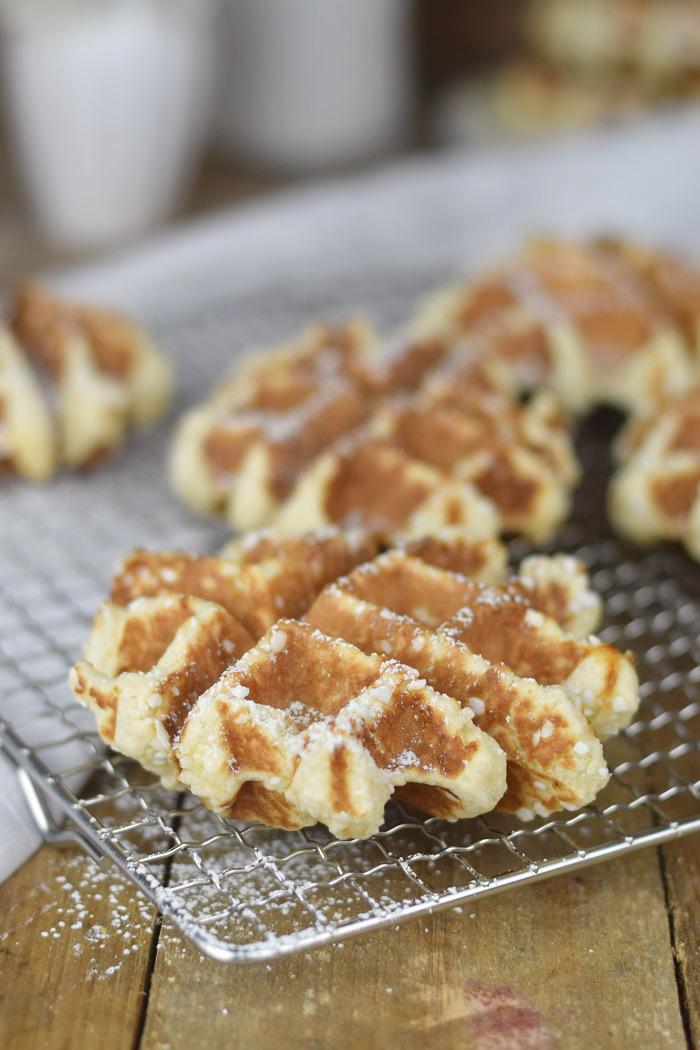 Belgische Lütticher Waffeln mit Vanille Sauce - Belgium Waffles Liege Waffles with vanilla custard sauce (9)