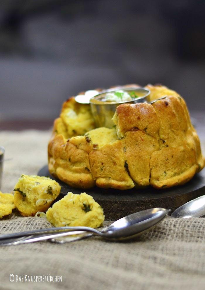 Monkey Bread mit Knoblauch Kräuterbutter und Feta 17-1