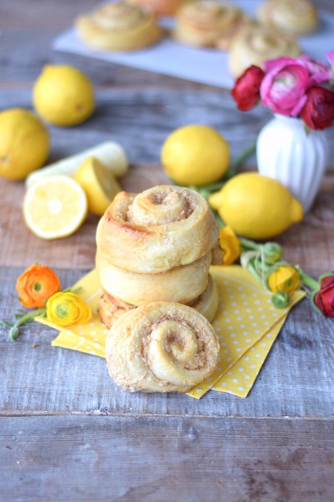 Kokos-Zitronen-Hefeschnecken