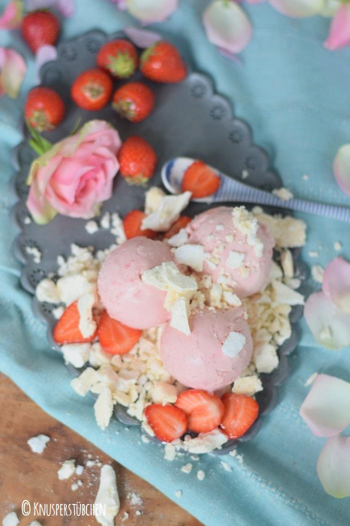 Erdbeer Joghurteis mit Baiser 2