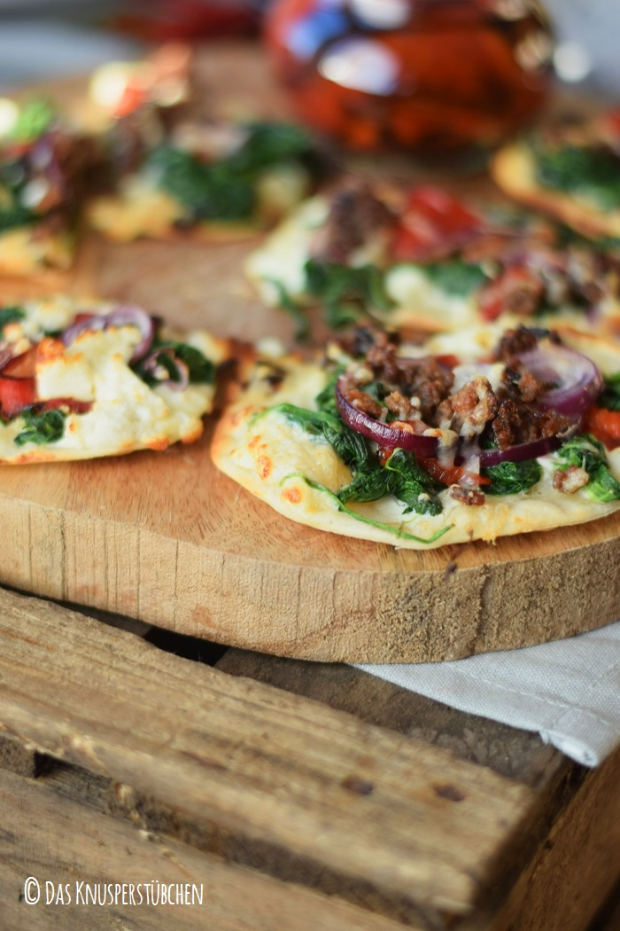Mini Flammkuchen mit roast pepper spinat 8