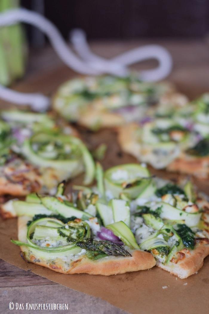 Mini Spargel Pizza mit Basilikum Tupfen 6