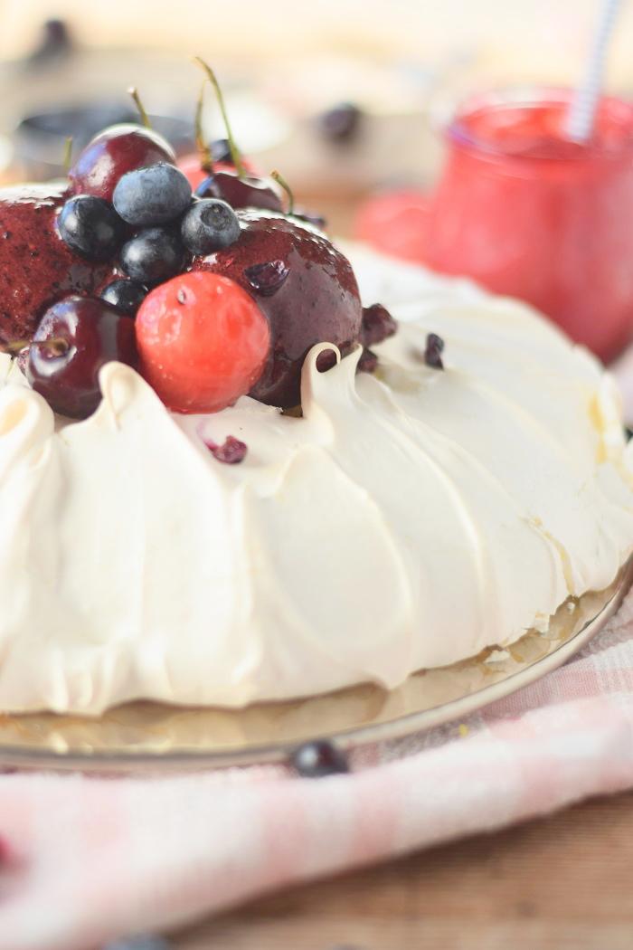 Pavlova mit Frozen Joghurt 4