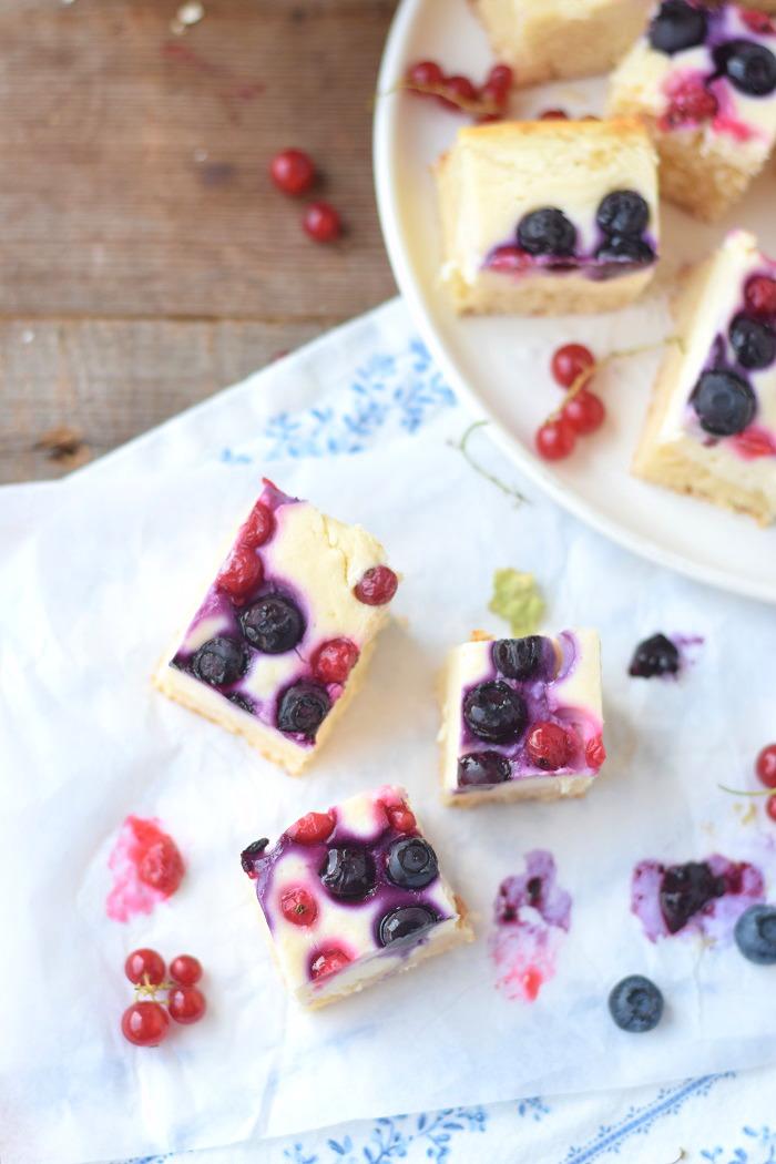 Quarkkuchen mit Beeren vom Blech_ Blechkuchen 10