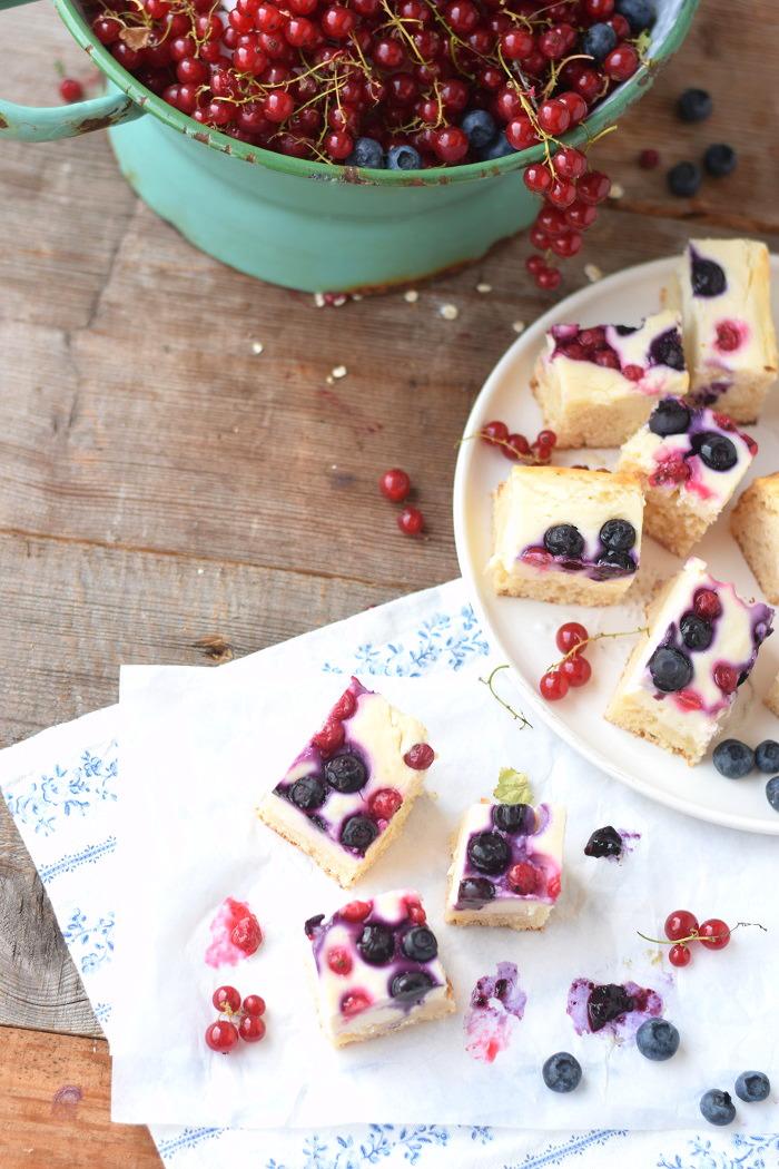 Quarkkuchen mit Beeren vom Blech_ Blechkuchen 9