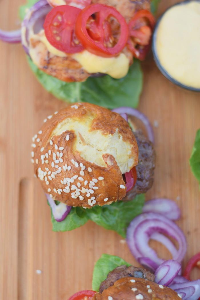 Brezel Burger mit Feta 10