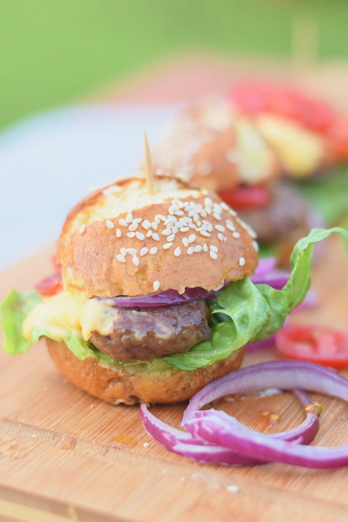 Brezel Burger mit Feta 5