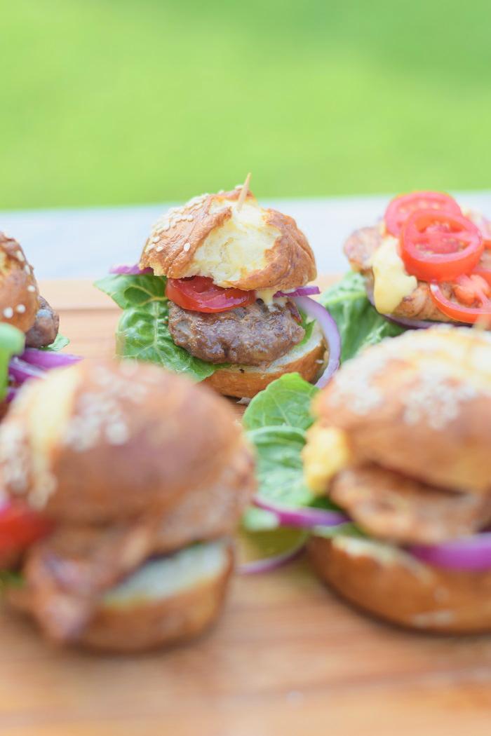 Brezel Burger mit Feta 8