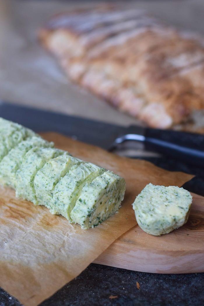 Ciabatta Baguette mit Knoblauch Kräuter Butter (13)