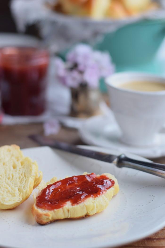 Joghurt Hörnchen mit Pflaumen Vanille Marmelade (10)
