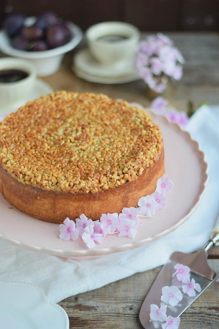 Mandel Karamell Joghurt Kuchen mit karamellisierten Pflaumen (3)