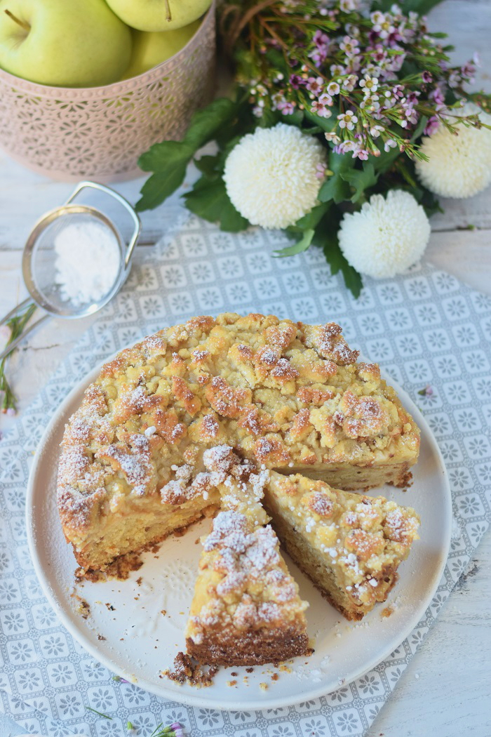 Apfelmuskuchen mit Marzipan und Marzipan Streuseln - Apple Cake with almonds and crumble #cake #fall #yummy #herbst (1)